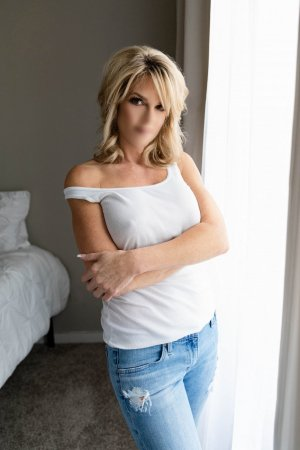 Elliana erotic massage in El Sobrante California, escort