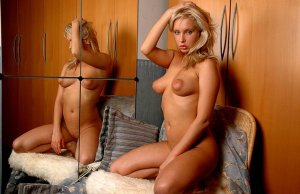 Nikolina milf call girl in New Braunfels Texas