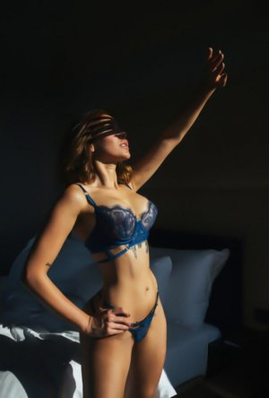 Nassera erotic massage in Porterville